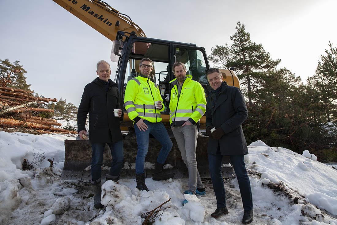 Fra venstre: Harald Frigstad, daglig leder i Kamperhaug Boligutvikling Sør, Kjell-Rune Lindal, daglig leder i Lindal Hus, Patrik Blomberg, prosjektleder i Lindal Hus og Trond Aslaksen, rådmann i Risør kommune.